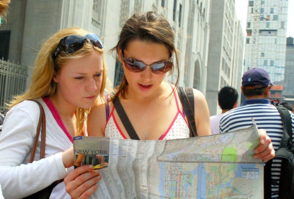 how to spot a tourist